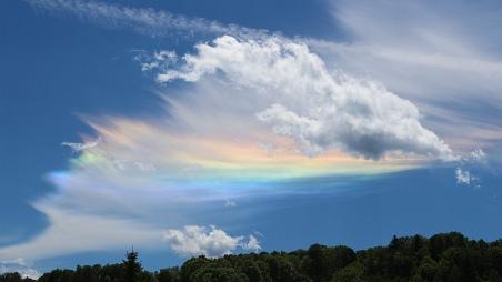 Cirkumhorizontální oblouk na letním obzoru