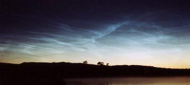 Noční svítící oblaky - fotografie © Tom McEwan